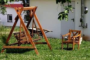 Tacker Für Holz : hollywoodschaukel selber bauen so geht 39 s ~ Lizthompson.info Haus und Dekorationen
