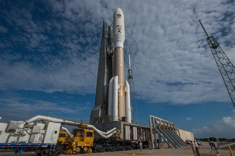Atlas 5 rocket travels to launch pad for Wednesday flight ...
