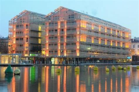 hotel holiday inn express paris canal la villette