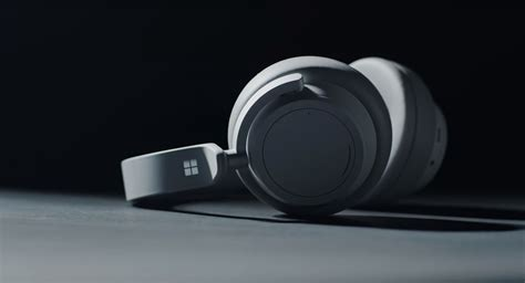 microsoft announced its new surface noise canceling headphones samma3a tech