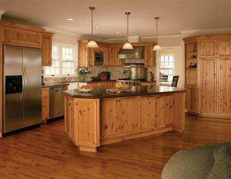knotty pine kitchen cabinets de 25 bedste id 233 er inden for pine kitchen cabinets p 229 6675