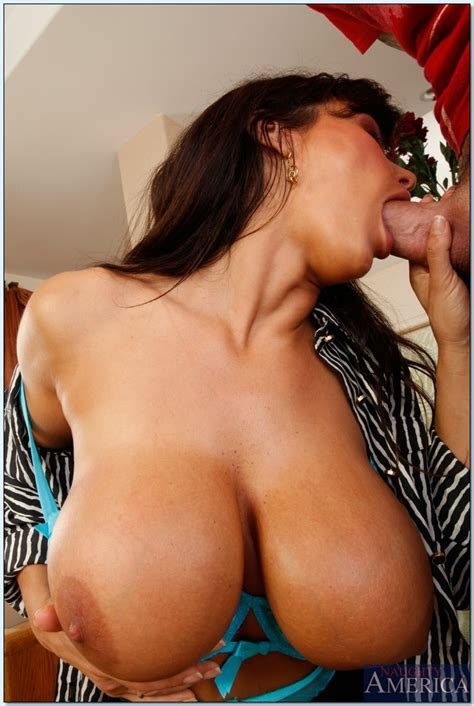 Busty Mature Teacher With Big Tits Lisa Ann Fucks In Reality Porn Show