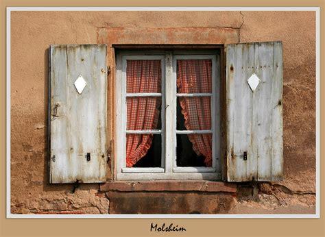 Ein Haus, Zwei Fenster.... Foto & Bild