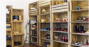 Idee Rangement Chaussure : id e rangement chaussures sous escalier avec caisse en bois ~ Teatrodelosmanantiales.com Idées de Décoration