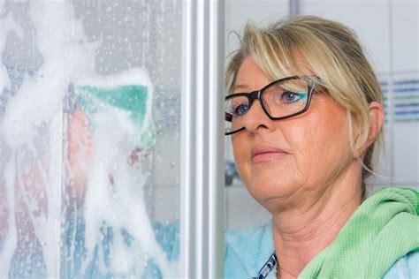 Wie Entferne Ich Kalk by Kalk Entfernen In Der Dusche So Geht S Richtig Und Effektiv