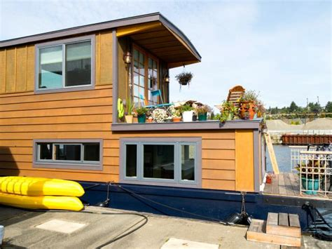 House Boat Vs Boat House by 15 Stylish Houseboats For Sale And For Rent Hgtv