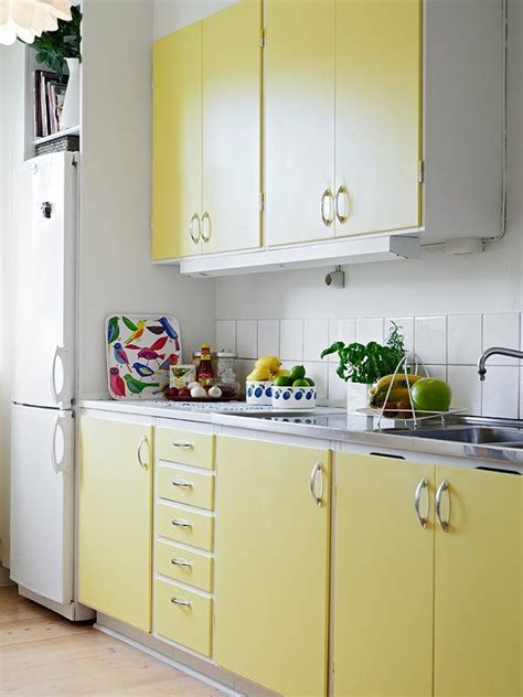 Kitchen Cabinet Yellow by Best 25 Yellow Kitchen Cabinets Ideas On
