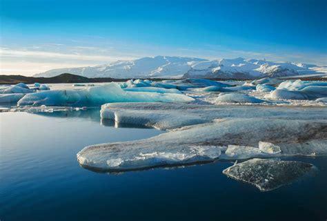chambre pour homme banquise étendue eau et glace en antarctique beau