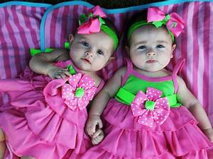 Cute Babies Pictures - Twins Girls | Funny Pictures Gallery