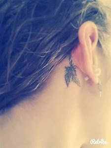 Signification Plume Noire : premier tatouage tatouage plume oreille pinterest tatouage tatouage plume et premier tatouage ~ Carolinahurricanesstore.com Idées de Décoration