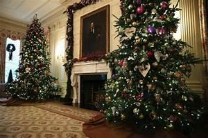 Natale alla Casa Bianca: Obama accende l'albero
