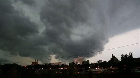 tornado fegt ueber magdeburg hinweg leipzig bildde