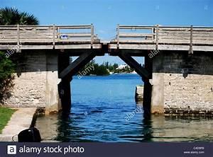 Somerset Bridge; Bermuda, World's smallest drawbridge ...
