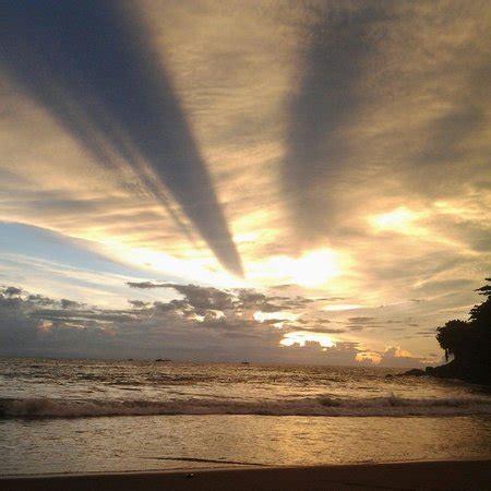 Jalur kedua adalah melewati kampung sirnaresmi sejauh 12,6 km. Ticket Masuk Pelabuhan Ratu : Sejarah Harga Tiket Dan Hotel Di Pantai Pelabuhan Ratu Sukabumi ...