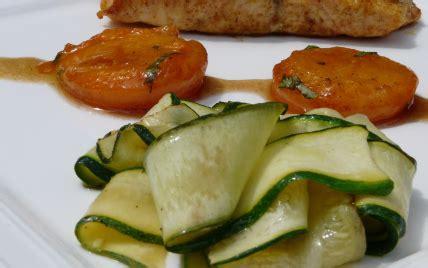 cuisiner pave de saumon poele recette pav 233 s de saumon au curry abricots po 234 l 233 s tagliatelles de courgettes 750g