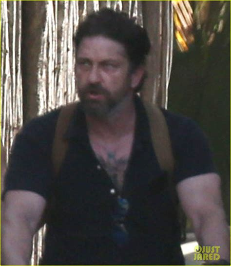 Gerard Butler Puts Tattoos Display Cancun With