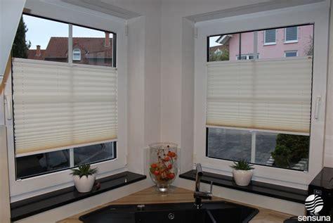 Sichtschutz Fenster Textil by Sensuna 174 Qualit 228 Tsplissees An Den Fenstern Der K 252 Che Ein