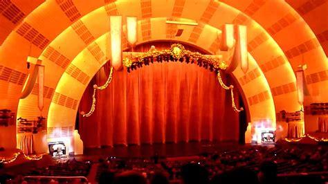 Mighty Wurlitzer organ at Radio City Music Hall ...
