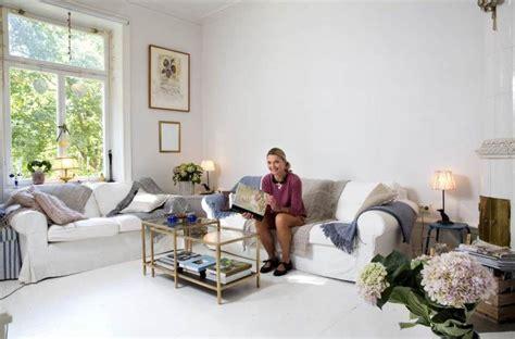 Ikea Glasbord Som Målats I Guld. Monika Ahlberg Visar Nya