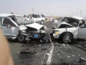 حادث مروري مروع لاسرة علی طريق عدن ... Yemen