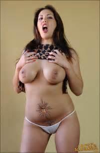 Reina Leone Reina Leone Spreads Her Sexy