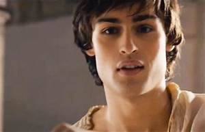 Douglas Booth's top ten hottest moments in the new Romeo ...
