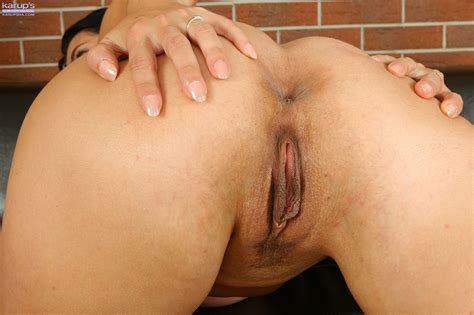 Horny Mature Reny Squeeze Her Immense Whammies Milf Fox