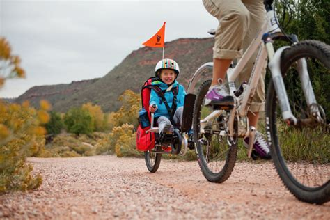 siège bébé remorque vélo a quel âge transporter un enfant dans une remorque vélo