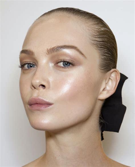 Как правильно наносить хайлайтер на лицо и тело?Как выбрать пошагово с фото