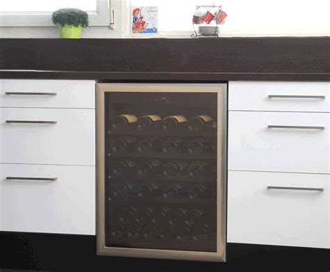 t 60 v built in wine cabinet armoire à vin