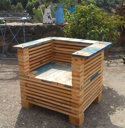 un fauteuil 171 club 187 en palettes les inventifs bois