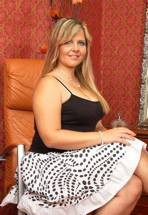 Hot Chubby Milfs And Sexy Naked Moms