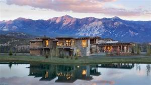 The Golf Resort With Amazing View Of The Mountains At