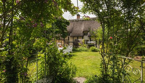 cottage cotswolds pollyanna cottage whimsical cotswolds luxury cottage