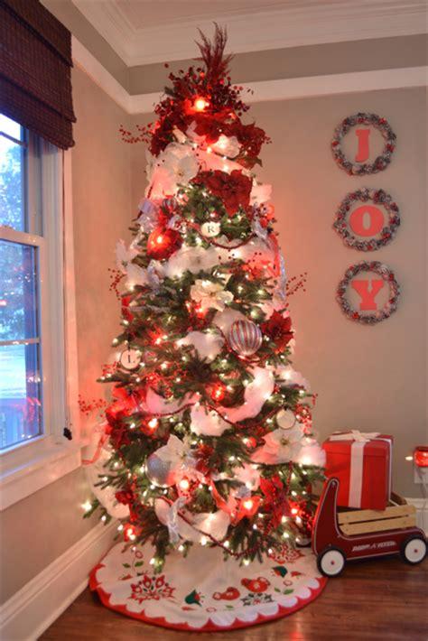 silver diy pinecone wreaths  joy newlywoodwards