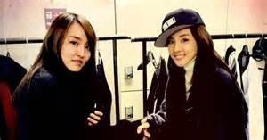 Dara And Younha Pose For A Heart-warming Photo Together