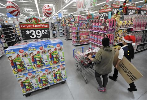 retailers expand digital deals  black friday shoppers