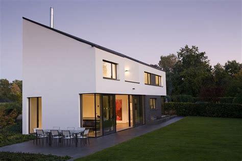 Einfamilienhaus Wohnraum Und Bad Einem by 360 Modernes Einfamilienhaus Am Bach Haus Fassade
