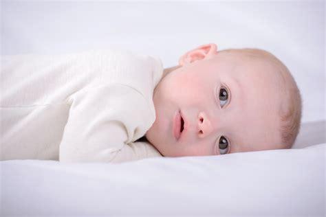 position siege bebe ventre a plat ventre une position pouvant être proposé à votre