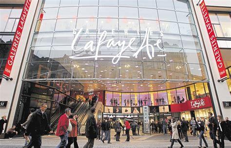 galeries lafayette siege galeries lafayette le sort de trois grands magasins en