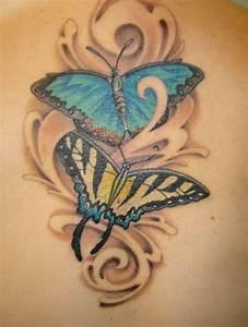 Tattoos Frauen Schulter : tatuajes con mariposas de colores para las mujeres ~ Frokenaadalensverden.com Haus und Dekorationen