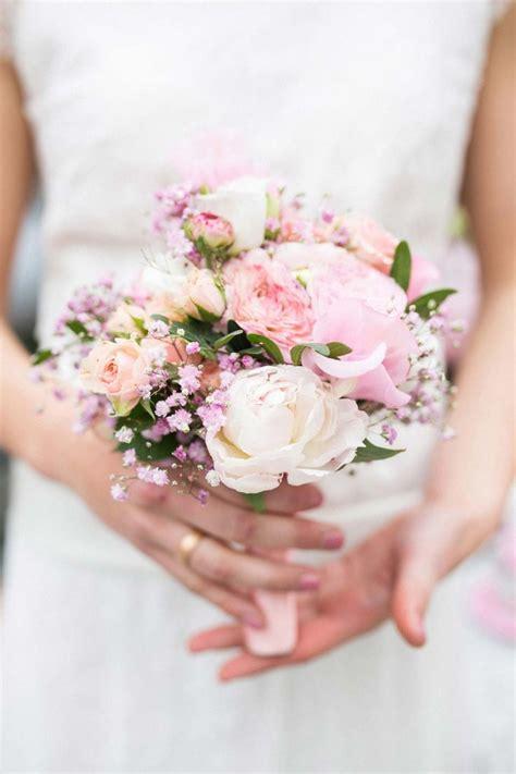 romantisches fruehlingserwachen  rosa grau flowers