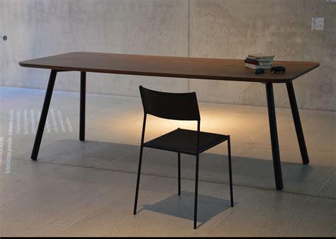 pose pied bureau pied de bureau le de bureau sur pied maison design