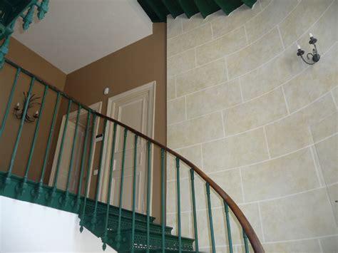 comment tapisser une chambre comment peindre une cage d escalier 28 images
