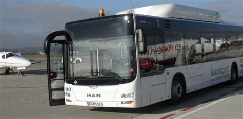man livre un bus gnv 224 l a 233 roport de b 226 le mulhouse