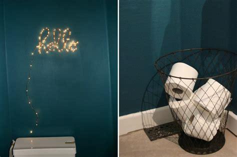 blague au bureau décoration mur des toilettes