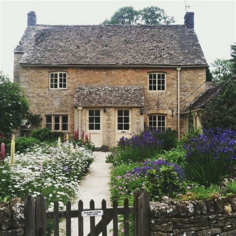 Dream Home  Country Cottage With Englishstyle Gardens