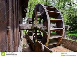 Vecchio Mulino A Acqua Di Legno Immagine Stock