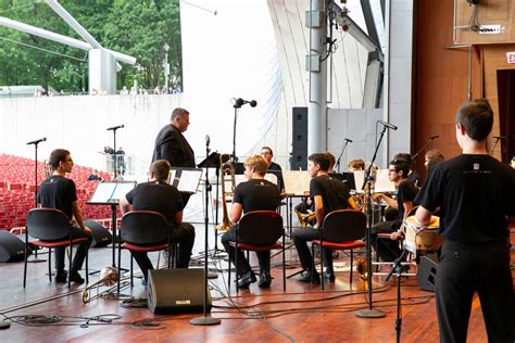 Draw on faculty expertise in music composition, programming, and audio technology, and discover the science of audio. Get kids excited about classical music with these 11 Chicago area schools and organizations | WFMT