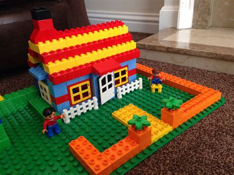 huis bouwen van duplo bungalow cottage lego duplo pinterest bungalow